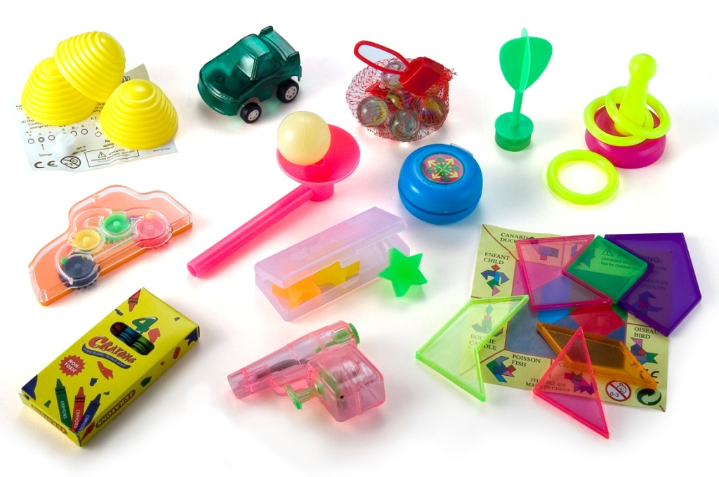 Christmas Cracker Toys.Toy Chest Christmas Crackers